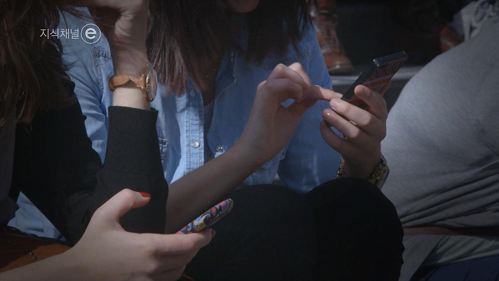 지식채널 e[멈추지 못하는 사람들, 노모포비아 -스마트폰 중독, 무엇이 문제인가?]