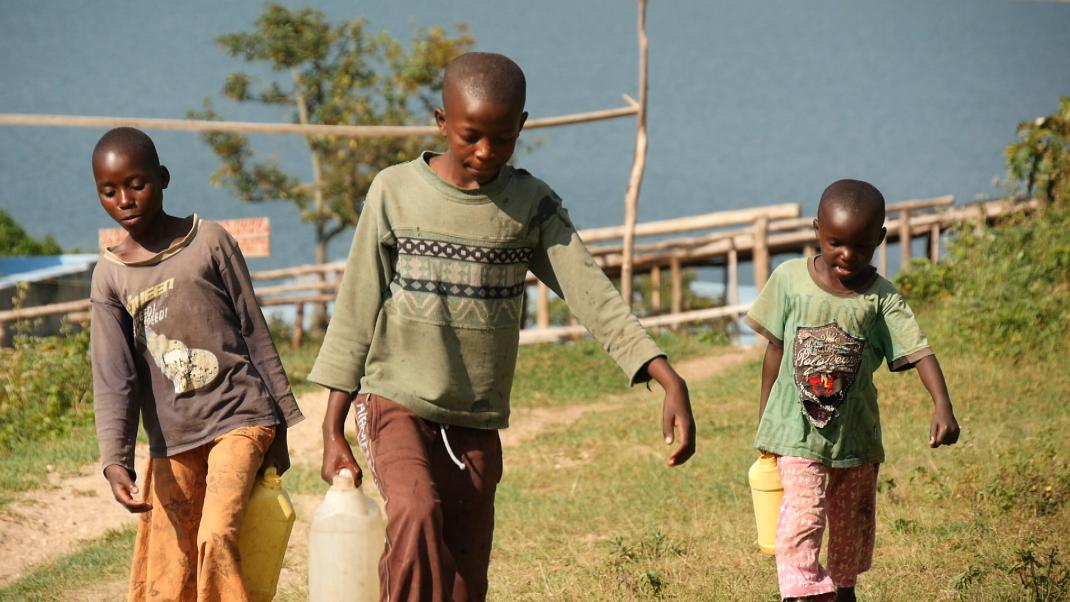 글로벌 프로젝트 나눔 - 키부 호숫가의 삼 남매